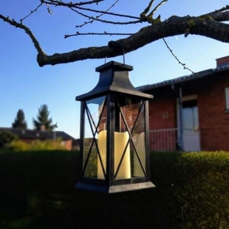 """Lanterna med solceller och """"stearinljuseffekt"""""""
